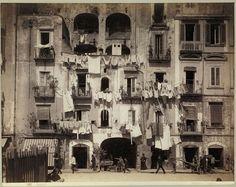 Giorgio Sommer, facades in S. Lucia, Naples, c. 1878 © Bayerische Staatsgemäldesammlungen / Sammlung Siegert