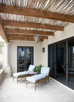 Branches and twigs for decor! Great idea Long branches were arranged over homey beams to create an organic awning Pergola Curtains, Pergola Swing, Pergola Shade, Pergola Plans, Pergola Cover, Pergola Attached To House, Pergola With Roof, Outdoor Rooms, Outdoor Living