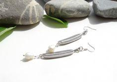 Boucles d'oreilles en perles d'eau douce, bijoux bohème chic,plumes,argent tibétain,argent plaqué : Boucles d'oreille par lapassiondisabelle