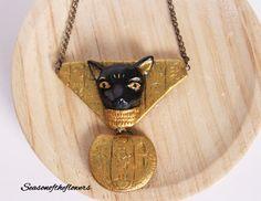 Gato egipcio negro, Collar oro, Collar llamativo, Regalo para ella, Joyas artesanales, arcilla polimérica, Collar de diosa gato Bastet de Seasonoftheflowers en Etsy