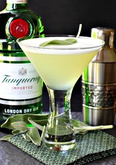 These Sage Gin Martinis are going to be shaking up your cocktail hour this weekend - in magical cocktail form! These Sage Gin Martinis are going to be shaking up your cocktail hour this weekend - in magical cocktail form! Cocktail Desserts, Easy Cocktails, Cocktail Drinks, Cocktail Recipes, Lemonade Cocktail, Cocktail Ideas, Craft Cocktails, Bar Drinks, Gin Drink Recipes