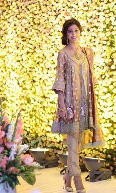 Latest Designer Pakistani Party Wear Dresses 2017 for Women Pakistani Party Wear Dresses, Pakistani Outfits, Indian Dresses, Indian Outfits, Party Dresses, Pakistani Clothing, Short Frocks, Party Kleidung, Party Mode