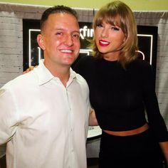 Taylor with a fan during the pre-show press meet and greet in San Diego 8.29.15