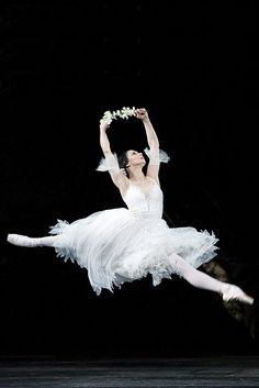 Roberta Marquez as Giselle in Peter Wright's production of Giselle, The Royal Ballet, 2011