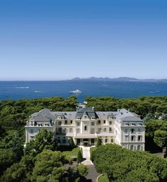Discover the Top 10 Hotels in Antibes on the French Riviera Antibes, Top 10 Hotels, Hotels And Resorts, Best Hotels, Luxury Hotels, Christian Dior, Palaces, Jardin Luxuriant, Gardens