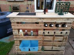 Outdoor bar area - DIY: Making Your Own Pallet Patio Furniture Pallet Patio Furniture, Bar Furniture, Furniture Making, Garden Furniture, Wood Patio, Patio Table, Diy Patio, Furniture Layout, Patio Chairs