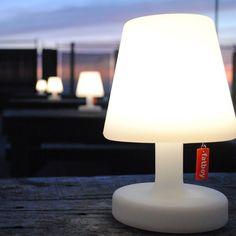 La lumière peut désormais vous suivre comme votre ombre grâce à la Lampe Edison de Fatboy !