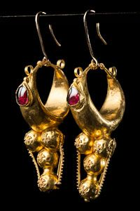 Roman Phoenicia (30-337AD), Pr. 24-karat earrings in the form of a bunch of grapes made up of 5 granulated spheres, seprated by a horizontal ring, and surmounted by a crescent ornamented w/ beautiful garnet cabochon...