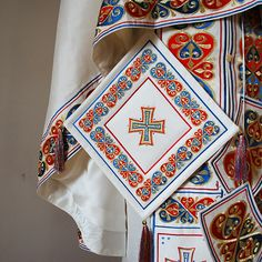 Axios | О НАС Orthodox Priest, Cross Crafts, Bible Covers, Armor Of God, Flesh And Blood, Gold Work, Beaded Jewelry Patterns, Cross Stitch Embroidery, Embroidery Designs