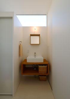 木と鋼の家 | 注文住宅なら建築設計事務所 フリーダムアーキテクツデザイン Laundry In Bathroom, Small Bathroom, Washroom, Muji Home, Interior Architecture, Interior Design, Narrow House, Wood Interiors, Fashion Room