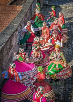 A Virtual Tour of the World Folklore, Hungarian Dance, Dance Magazine, Hungarian Embroidery, Family Roots, Folk Dance, Beautiful Costumes, Traditional Fashion, Folk Costume