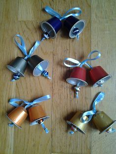 More than 55 million coffee pods are thrown away every single day. Here are some ideas on how to repurpose in many creative ways your Nespresso capsules, don't throw them away! Christmas Crafts For Kids, Christmas Activities, Christmas Art, Holiday Crafts, K Cup Crafts, Diy Crafts, Christmas Bells, Christmas Ornaments, Navidad Diy