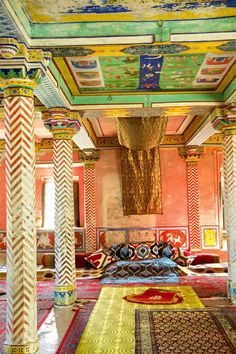 Juna Mahal, Dungarpur Here's A Stunning Look Inside Two Of Rajasthan's Most Regal Palaces Palace Interior, Indian Home Interior, Indian Interiors, World Of Interiors, Indian Architecture, Interior Architecture, Beautiful Interiors, Beautiful Homes, Decor Interior Design