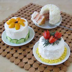 so cute!  sandwich cakes!