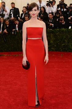 Red carpet del Costume Institute Gala 2014: Anne Hathaway en Calvin Klein