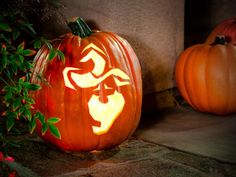 Halloween& almost here and it& time to get carving! We have 28 HGTV-exclusive pumpkin-carving patterns designed specifically for skilled pumpkin carvers. Halloween School Treats, Halloween Rocks, Holidays Halloween, Halloween Pumpkins, Spooky Halloween, Halloween Dress, Halloween Makeup, Halloween Costumes, Disney Pumpkin Carving