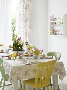 Beautiful Spring inspired Dining room