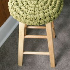 Crochet a stool cover...also a link to making fabric yarn.