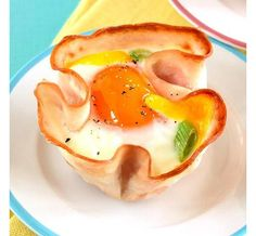 Egg & Turkey Cups Our reader's convenient cups are full of protein to fuel you for the day, whether you eat them as a snack on Saturday morning or serve the pretty packages atop half an English muffin for brunch. Healthy Recipes, Clean Eating Recipes, Healthy Snacks, Healthy Eating, Cooking Recipes, Eating Clean, Nutritious Meals, Healthy Smoothies, Antipasto