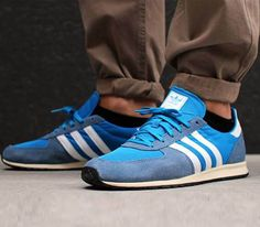 rolled pants and adidas. Dress Up Shoes, Men's Shoes, Adidas Men, Adidas Sneakers, Snicker Shoes, Sergio Tacchini, Football Casuals, Vintage Sneakers, Sport Wear