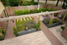 Garden Bridge, Sidewalk, Outdoor Structures, Places, Side Walkway, Walkway, Walkways, Lugares, Pavement