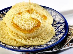 Baghrir is an entrée which is known as a yeasted semolina pancake. Crepe Mille Trou, Cooking Fails, How To Cook Meatballs, Thermomix Desserts, Lactose Free, Flan, Ramadan, Crepes, Bakery