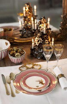 Une déco de table avec ses plus belles assiettes rouges et or