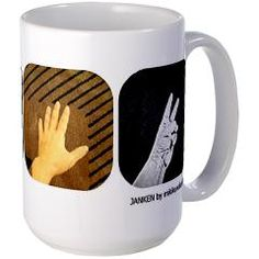 Janken (rock, paper, scissors) is a popular game played in Japan to decide who gets the last cookie, goes first, etc. This mug is a playful way to add fun to your day!