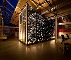 Red Bull Amsterdam by Sid Lee Architecture The Red Bull's business headquarter was fathered by the Netherland-Canadian studio Sid Lee Architecture. A contemporary cave with metal walls and a winding. Cabinet D Architecture, Interior Architecture, Amsterdam Architecture, Commercial Design, Commercial Interiors, Espace Design, Berlin, Metal Screen, Metal Panels