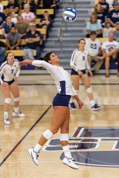 Volleyball Skills, Volleyball Photos, Volleyball Workouts, Female Volleyball Players, Coaching Volleyball, Softball Pictures, Women Volleyball, Volleyball Training, Girls Basketball
