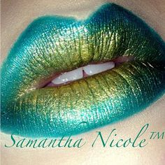 Marvelous teal and metallic gold lips by @itsxxsam using #Sugarpill Darling and Goldilux loose eyeshadows