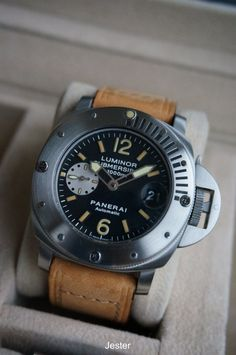 PuristSPro - I ve always found a diving watch w/ rotatable bezel to be the perfect watch that represents Panerai, a brand with such a strong association w/ military div Sport Watches, Cool Watches, Panerai Luminor Submersible, Panerai Watches, Luxury Watches For Men, Vintage Watches, Watch Bands, Diving Watch, Rolex