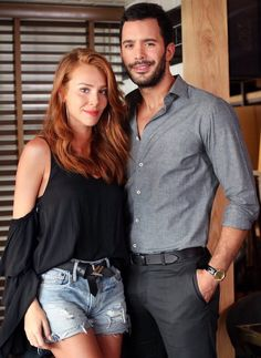 Elçin Sangu ask Kiralik Entertainment Weekly, Elcin Sangu, Prettiest Actresses, Turkish Fashion, Redhead Girl, Big Love, Celebrity Outfits, Western Outfits, Turkish Actors