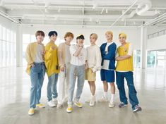 (28) Quora Park Ji Min, V Taehyung, K Pop, Banda Kpop, Jimin, Instax Film, Bts Aesthetic, First Class Stamp, Boyfriend Material