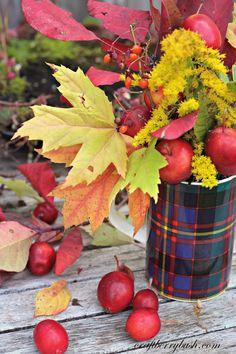 Simple foraged fall arrangement