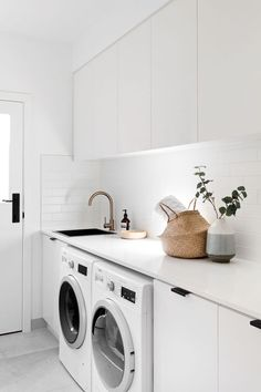 7 Small Laundry Room Design Ideas - Des Home Design Laundry Decor, Laundry Room Organization, Laundry Room Design, Laundry In Bathroom, Laundry Closet, Laundry Basket, Organization Ideas, Storage Ideas, White Laundry Rooms