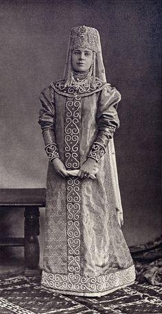 Princess Nadine Galitzine, maid of honor to their Majesties the Empresses (Young girl Boyar seventeenth century)....155 by klimbims on deviantART