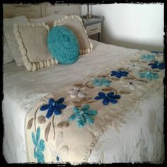 Hand Embroidery Videos, Hand Work Embroidery, Hand Embroidery Designs, Designer Bed Sheets, Embroidered Bedding, Cushion Cover Designs, Quilting For Beginners, Shop Front Design, Deco Design