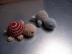Bonjour! Aujourd'hui, je vous propose quelques tutos pour faire des tortues au crochet. Je dois bien avouer que j'adore les tortues et comme elles sont petites, c'est assez rapide à crocheter ! En ...