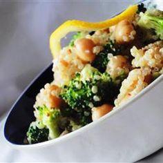 Veganistische salade met quinoa en kikkererwten. @ allrecipes.nl