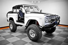 SOOOO want this! I wanna rebuild one in my garage and take years to do it just so I can hide in the garage and drink beer. LOL Classic Ford Broncos, Classic Bronco, Classic Trucks, 4x4 Trucks, Jeep Truck, Lifted Trucks, Ford Trucks, Bronco Truck, Old Ford Bronco