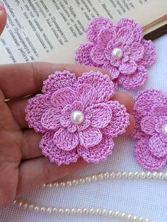 Watch The Video Splendid Crochet a Puff Flower Ideas. Wonderful Crochet a Puff Flower Ideas. Beau Crochet, Crochet Puff Flower, Crochet Flower Tutorial, Crochet Diy, Easy Crochet Projects, Crochet Flower Patterns, Crochet Gifts, Irish Crochet, Crochet Motif
