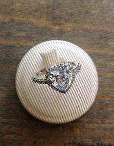 Anello Queen in argento con zirconi a €115,00 su etoilegioielli.com
