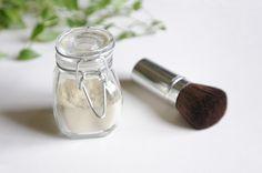 Le shampoing sec : argile + plante + huile essentielle