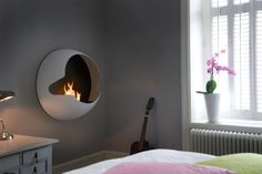 The Vauni Cupola is a wall-mounted fireplace that clearly carries the Vauni identity. Its hemispherical shape expresses a dynamic, pioneering design. Cupola is as easily installed as a flat-screen TV. Hence, the possibilities of decorating with fire Bioethanol Fireplace, Old Fireplace, Modern Fireplace, Fireplace Design, Fireplace Ideas, Minimalist Fireplace, Bedroom Fireplace, Fireplaces, Bio Ethanol