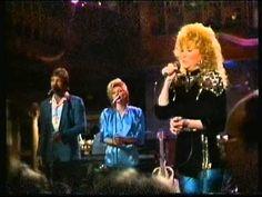 Dottie West sings a Patsy Cline Medley