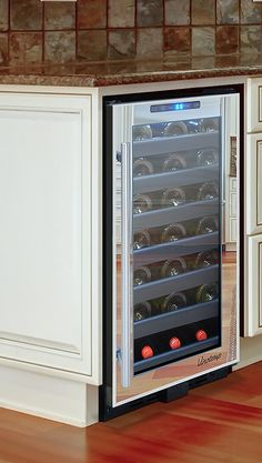 Store red and white wines at their optimum temperatures in the Vinotemp 21 Bottle Wine cooler.