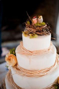 Topos de bolo de casamento lindos e únicosDe caligrafias clássicas até figuras inusitadas, esses topos de bolo vão servir de inspiração para o seu grande dia...