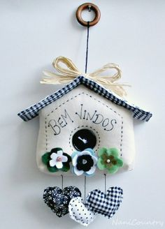 Little bird house clock Felt Diy, Felt Crafts, Fabric Crafts, Sewing Crafts, Sewing Projects, Decor Crafts, Diy And Crafts, Arts And Crafts, Felt Decorations