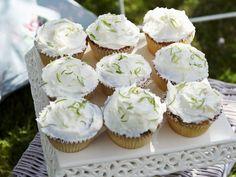 Kokos-Cupcakes mit Limette - smarter - Zeit: 30 Min. | eatsmarter.de